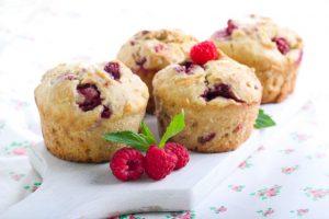 berry sour cream cakes