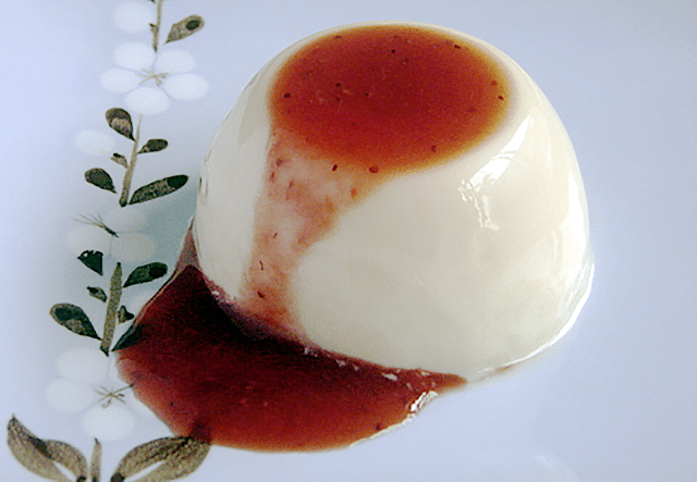 vanilla maple milk puddings with strawberry sauce
