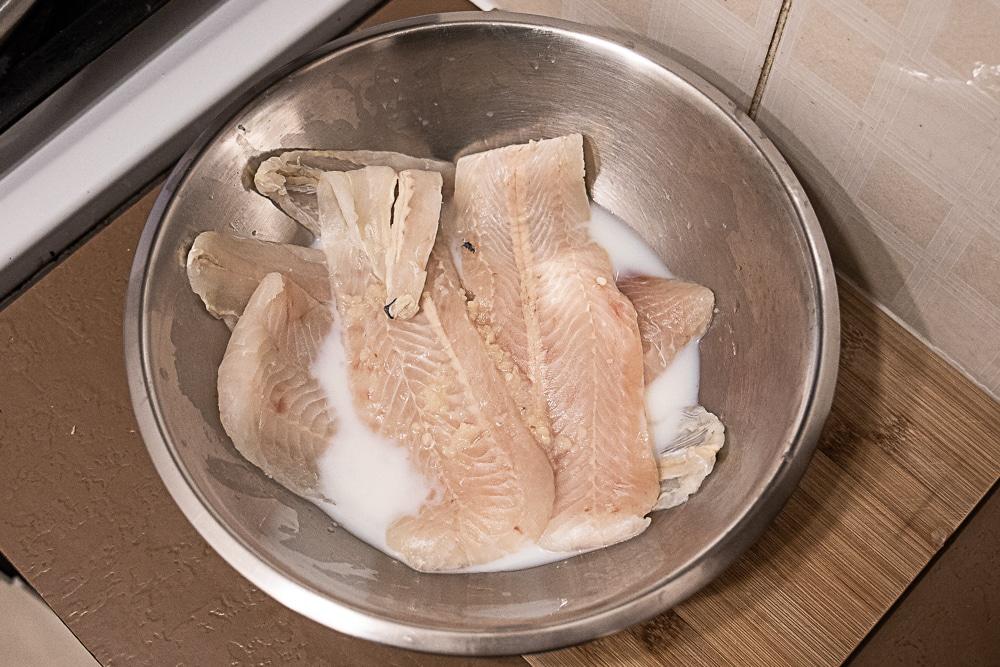 fish soaking in milk and garlic