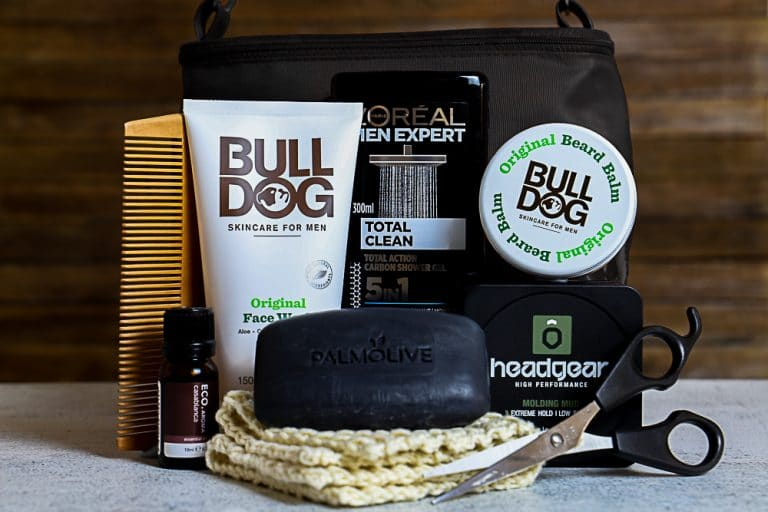 How to Put Together a Toiletries Gift Hamper For Men on a Budget